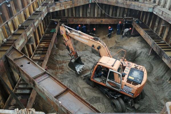 Монтаж обвязки шпунтового ограждения котлована опоры №23 с выемкой и транспортировкой грунта
