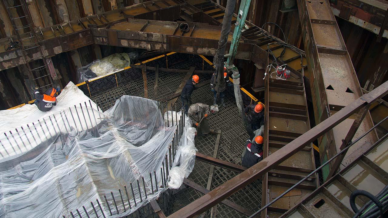 Мы строим мост:<br>В Благовещенске на строительной площадке моста через реку Зея завершили бетонирование первого ростверка опоры