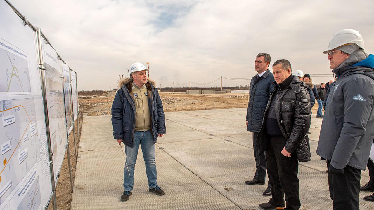 Юрий Трутнев побывал на площадке строительства моста через Зею