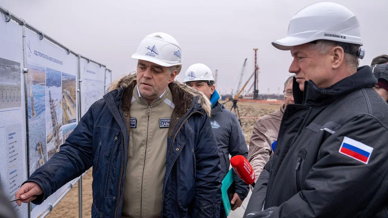 Марат Хуснуллин и Василий Орлов оценили ход строительства моста через Зею