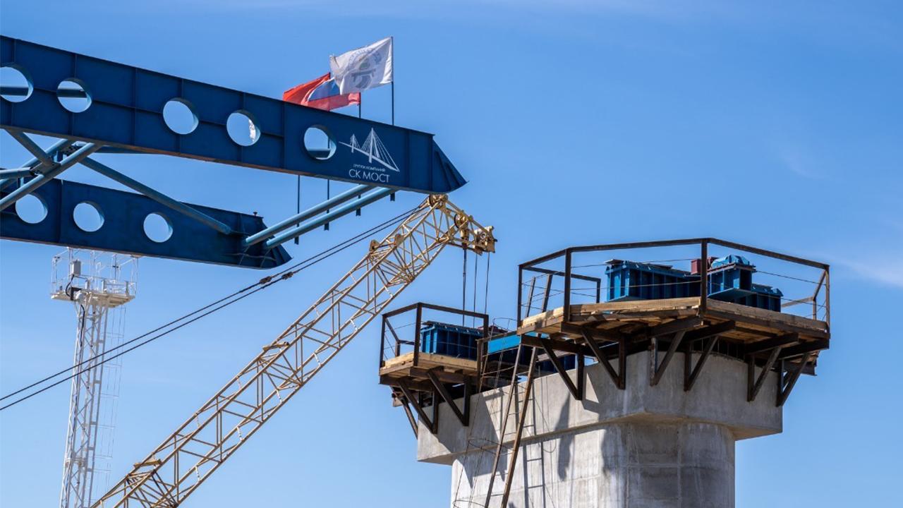 Завершился второй этап надвижки пролетного строения нового Зейского моста