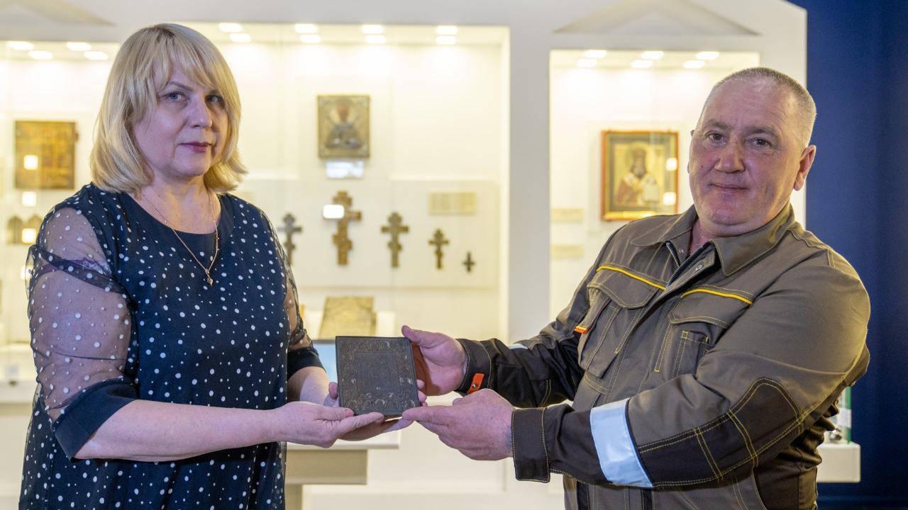 Министр культуры Амурской области вручила строителю ГК СК МОСТ благодарственное письмо