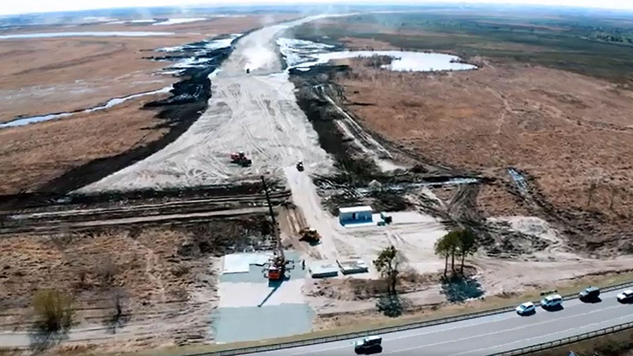 Завершен первый этап устройства насыпи земляного полотна подъездных путей к новому Зейскому мосту